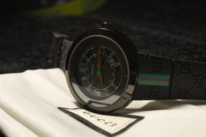 Black Gucci watch w/ dust bag for Sale in Atlanta, GA