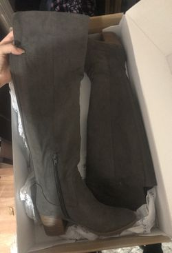 Grey suede boots Thumbnail