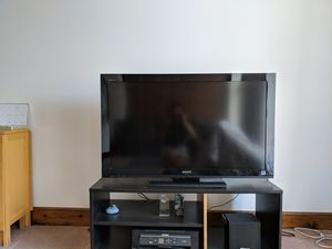 Sony tv 32 with TV stand for Sale in Columbus, OH