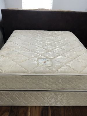 USED FULL SIZE MATTRESS AND BOX SPRING for Sale in San Antonio, TX