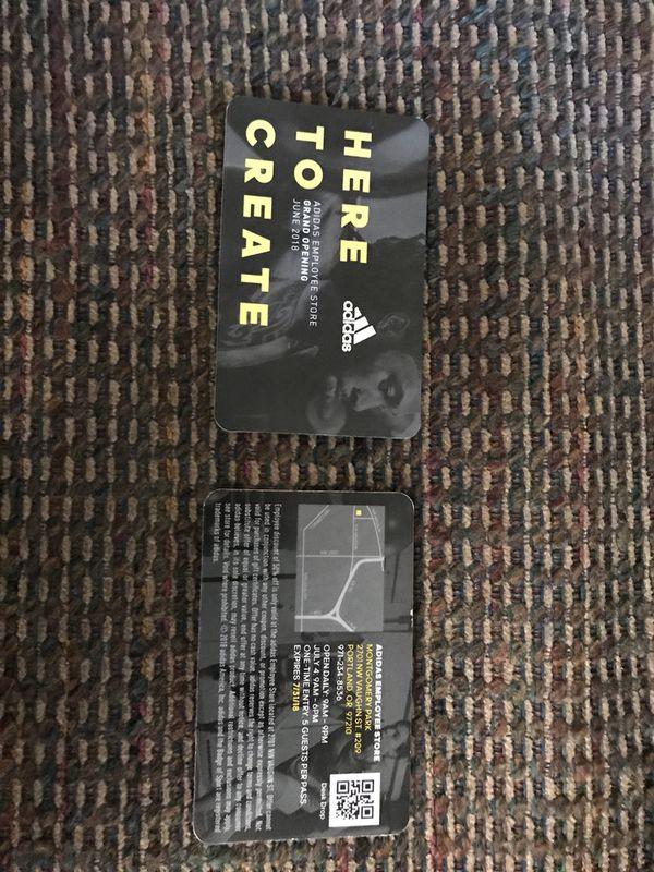 2 Adidas tienda del empleado de pasa para la venta en Portland, or offerup