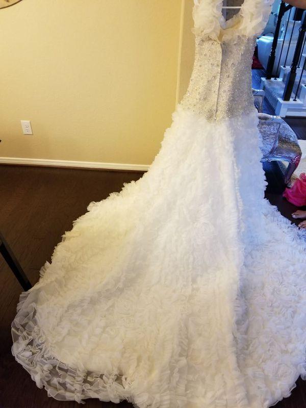 7913853bdb WEDDING DRESS BY PARVANI VIDA for Sale in Sugar Land