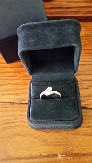 Engagement Ring , Ever US size 7. Never worn just tried on . 3,000 dollar ring , gave 1900 will take 1000.. The ring is 1 carat. for Sale in Keysville, VA