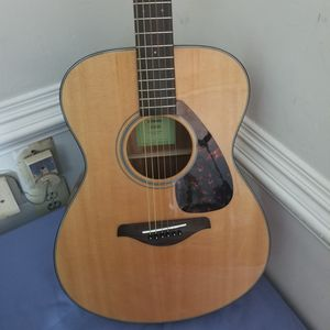 Yamaha Fs800 Acoustic Guitar for Sale in Frederick, MD