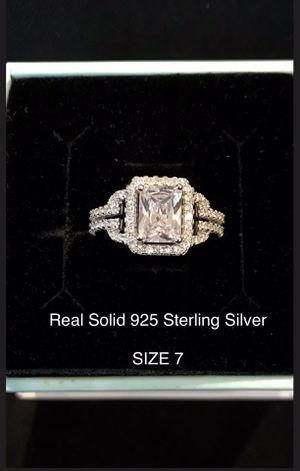 Gorgeous Emerald Cut AAA Cubic Zirconia Diamond Halo engagement ring promise bridal wedding SOLID 925 STERLING SILVER SIZE 7 👇👀 for Sale in Glendale, AZ