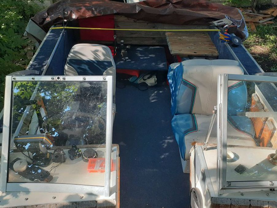 Photo 17ft Starcraft Boat With 45lb Thrust Trolling Motter With A 25hp Johnson Outboard..runs Great Seats 5 To 6