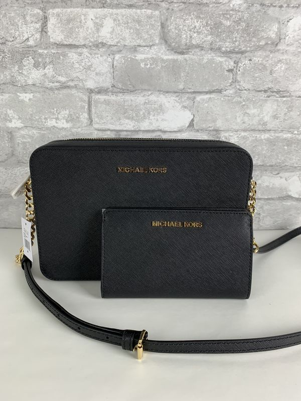 ad6cdcc1aae336 Michael Kors LG EW Crossbody And Wallet for Sale in Arlington, TX ...