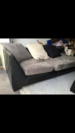 Sectional couch has all the pillows for Sale in Bowie, MD