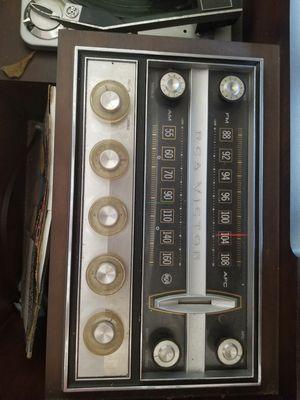 Photo Antique cabinet radio/record player