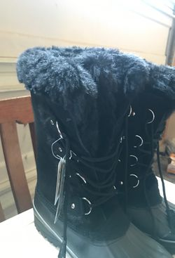Snow boots Thumbnail