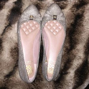 Authentic VINCE CAMUTO Pointed Toe Flats (9M/39) for Sale in Seattle, WA