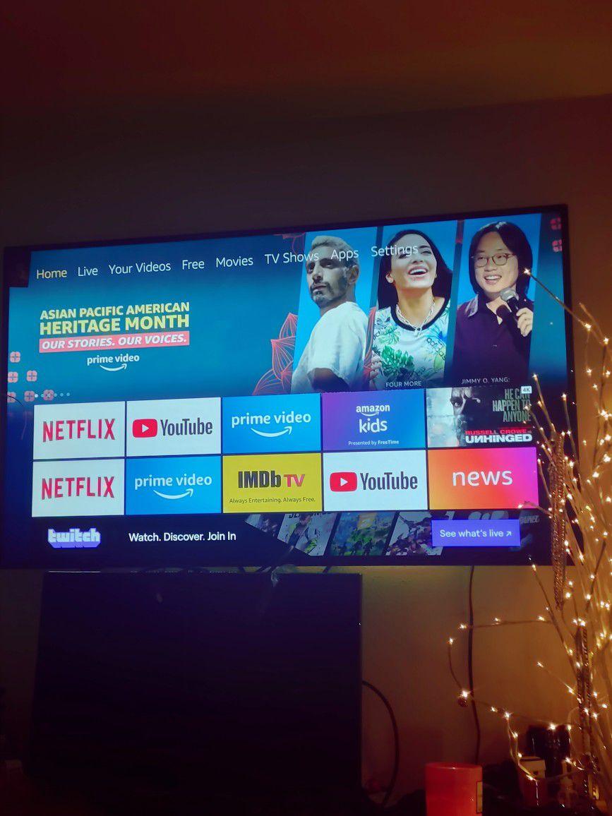 60 Inch SMART Tv (( Insignia ))