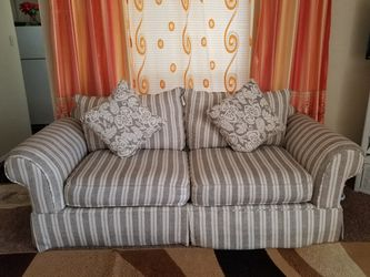Clean and nice sofa Thumbnail