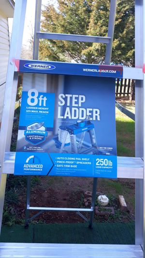 Photo WERNER 8  STEP ALUMINUM LADDER 250 LBS CAPACITY