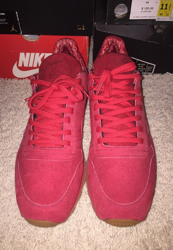 Red Suede Reebok for Sale in Shorewood 32cc5956f