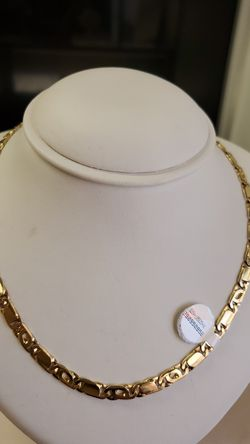 14k gold necklace 39.7 grams 24long if you are interested ask for maribel thank you Thumbnail