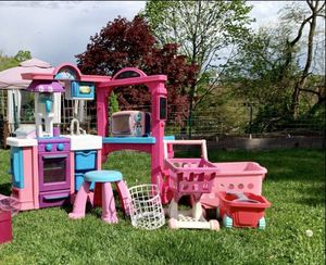 Photo Little girls HUGE dream gourmet kitchen + desk & stool! also included lots of food & accessories,