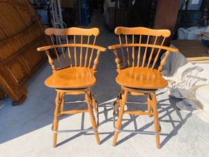 Photo Beautiful Pair of Vintage Ethan Allen Heirloom Counter Swivel Bar Stools 10-6095