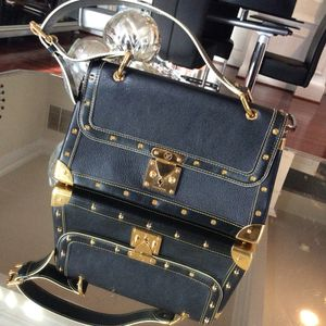 Louis Vuitton classic for Sale in Richmond, TX
