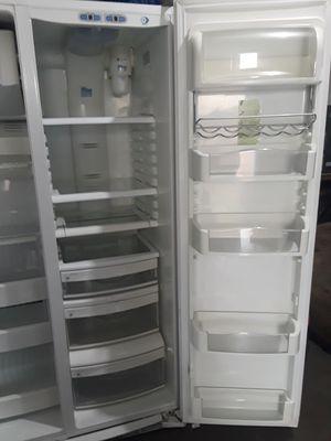 Photo GE Profile Refrigerator