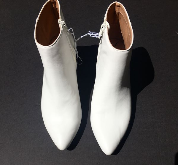 1c8768a5fa3 Andeway White Boots, Women's Size 8 1/2 for Sale in Costa Mesa, CA - OfferUp