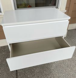 Ikea MALM 3 drawers chest glossy white dresser  Thumbnail