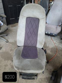 Intl, Kentworth, Tractor seats  Thumbnail