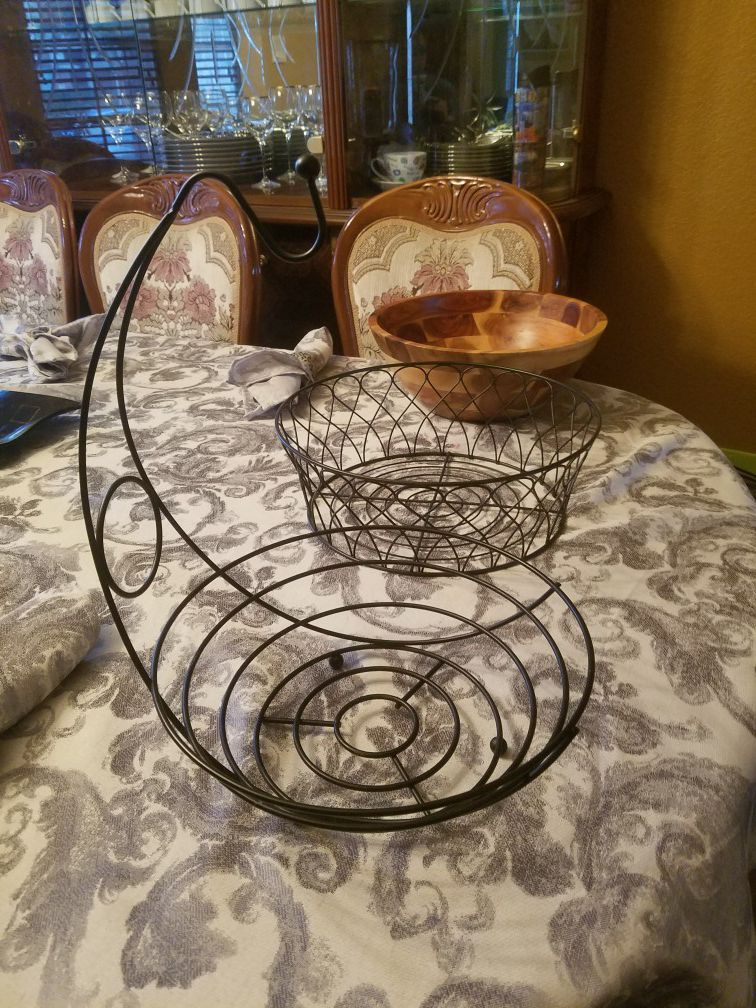 Fruit baskets and wood salad bowl 12 each