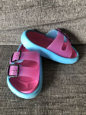 Photo Toddler Girls Sandals size 5.5-6 durable lightweight