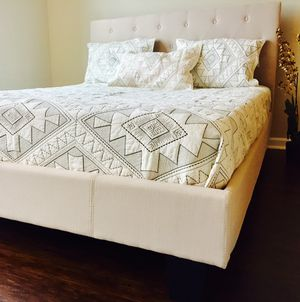 New Ivory Tufted Queen Bed for Sale in Silver Spring, MD