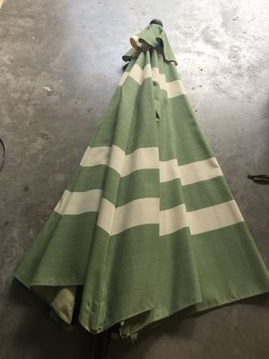 9 ft umbrella and 4 matching cushions for Sale in Longwood, FL