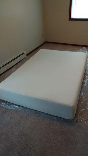 Photo New in box 12 inch king size memory foam mattress signature sleep brand 275$