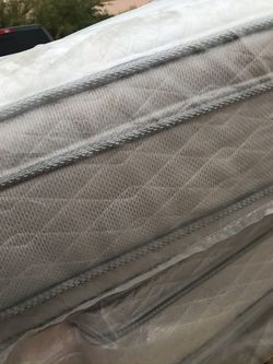New Queen Size Serta Deluxe Double Pillow Top  Thumbnail