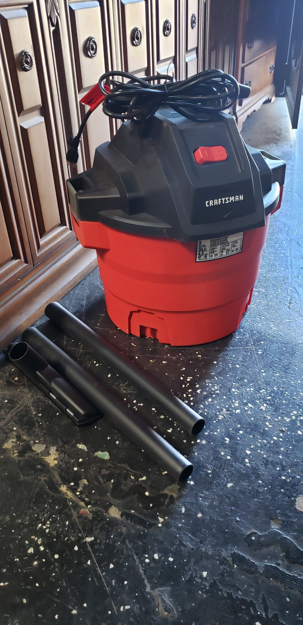 Craftsman 9 gallon vacuum (AS IS) Missing hose and wheels