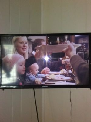 Samsung TV 36' inch for Sale in Windsor, ON