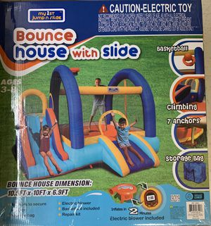 Photo Bounce house with slide and basketball 🏀 hoop ( 10x10 ft)