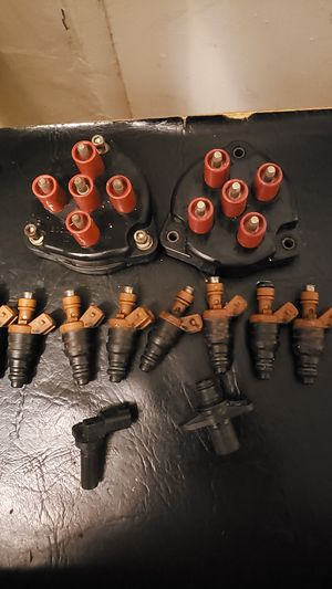 Bosh distributor caps and 8 fuel injectors left and right cam sensors for Sale in Brooklyn, NY
