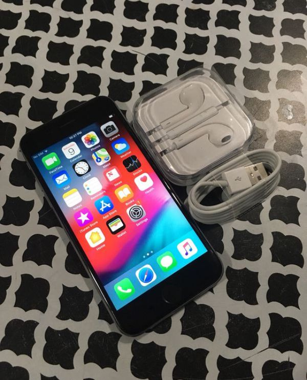 32GB SIMPLE MOBILE IPHONE 6S WITH ACCESSORIES for Sale in Lake Worth, FL -  OfferUp
