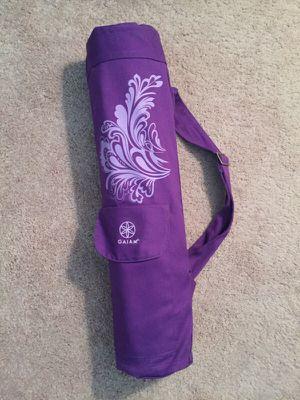 Gaiam purple yoga mat for Sale in Chicago, IL