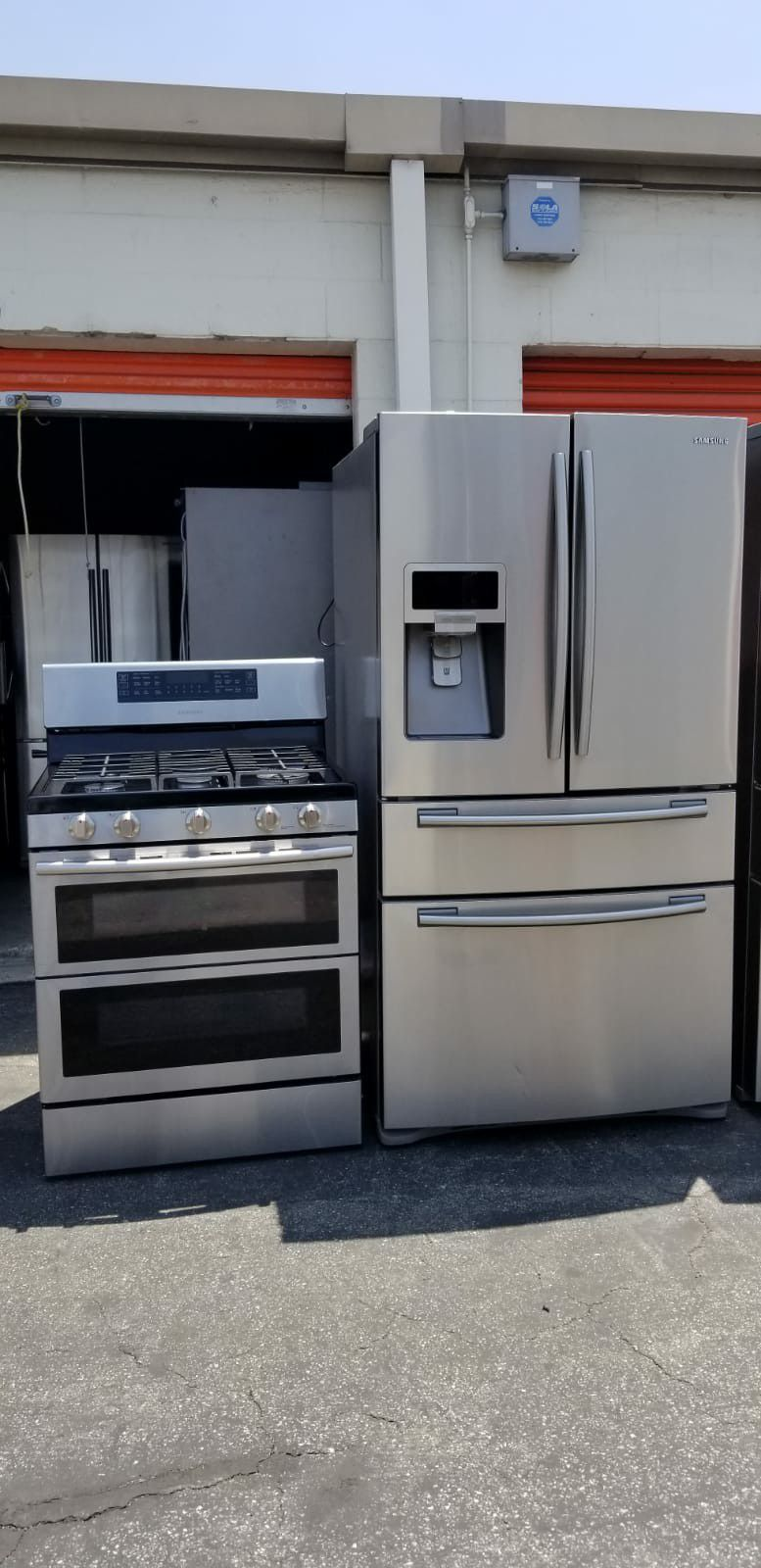 Refrigerator and stove combo
