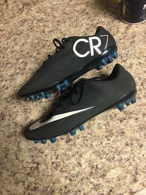 Ronaldo soccer cleaks shoe size 8.5 for Sale in Alexandria, VA