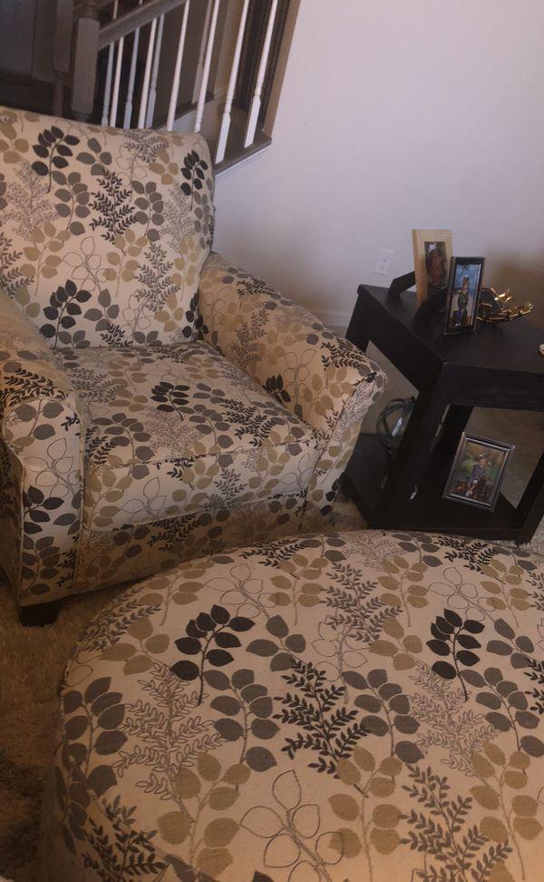 Ashley Furniture Floral Accent Ottoman Excellent Condition For Sale