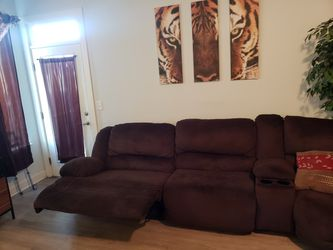 ASHLEY SECTIONAL!!!!!! LIKE NEW.. WALL PICTURES INCLUDED!!!!!!MUST SEE Thumbnail