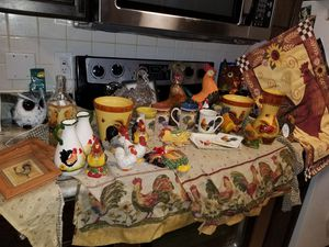 Rooster kitchen decor for Sale in Orlando, FL