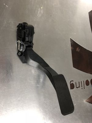2007-2013 Chevy GMC 1500 Gas Pedal OEM for Sale in Miami, FL