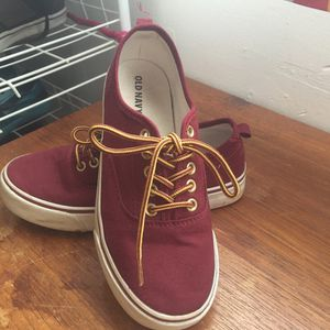Old navy boys shoes size 2 for Sale in Pittsburgh, PA