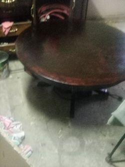 Round table Thumbnail