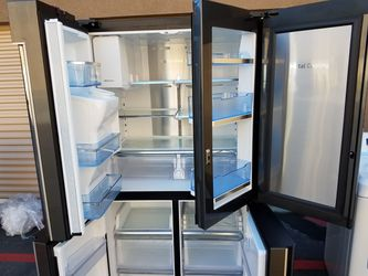 like new Samsung black stanless refrigerator Thumbnail