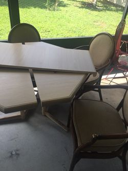 Extendable Table with 5 Chairs Thumbnail