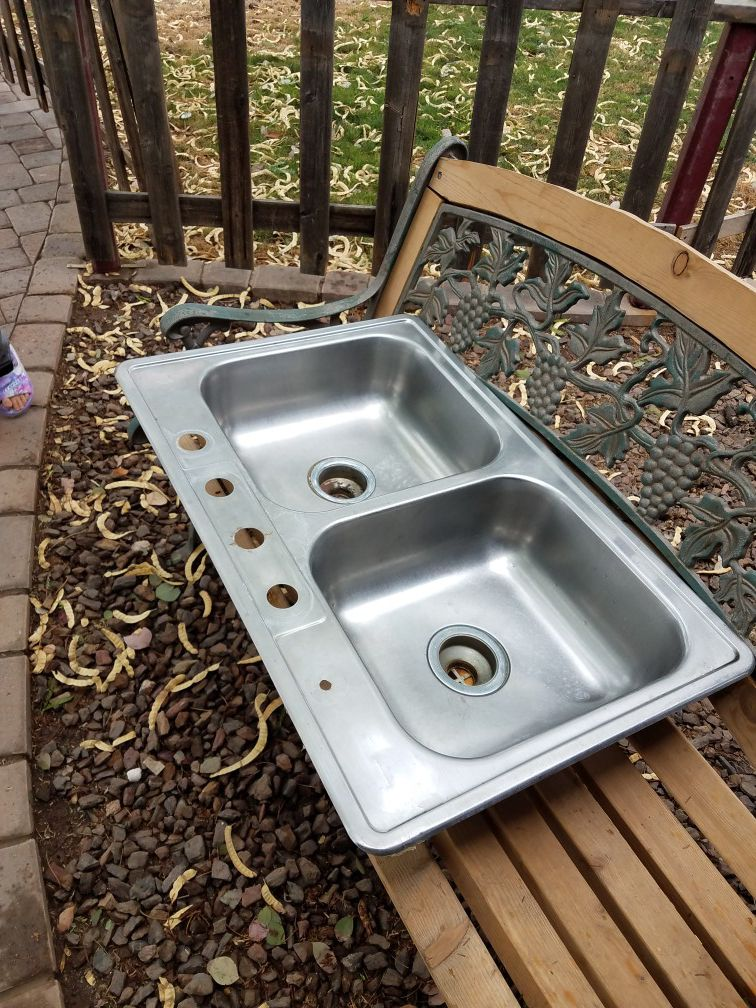 Stainless steel dual sink
